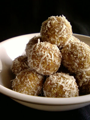 Dates and Roasted Gram Laddu