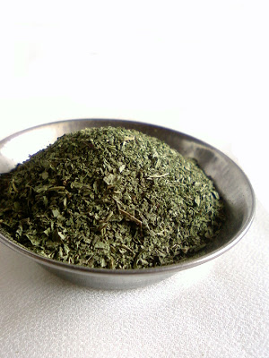 Homemade Dried Mint Powder
