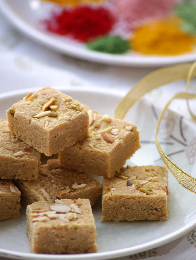 Mohanthal Recipe – Gram Flour Fudge Recipe – A Traditional Gujarati Sweet – Holi Sweets