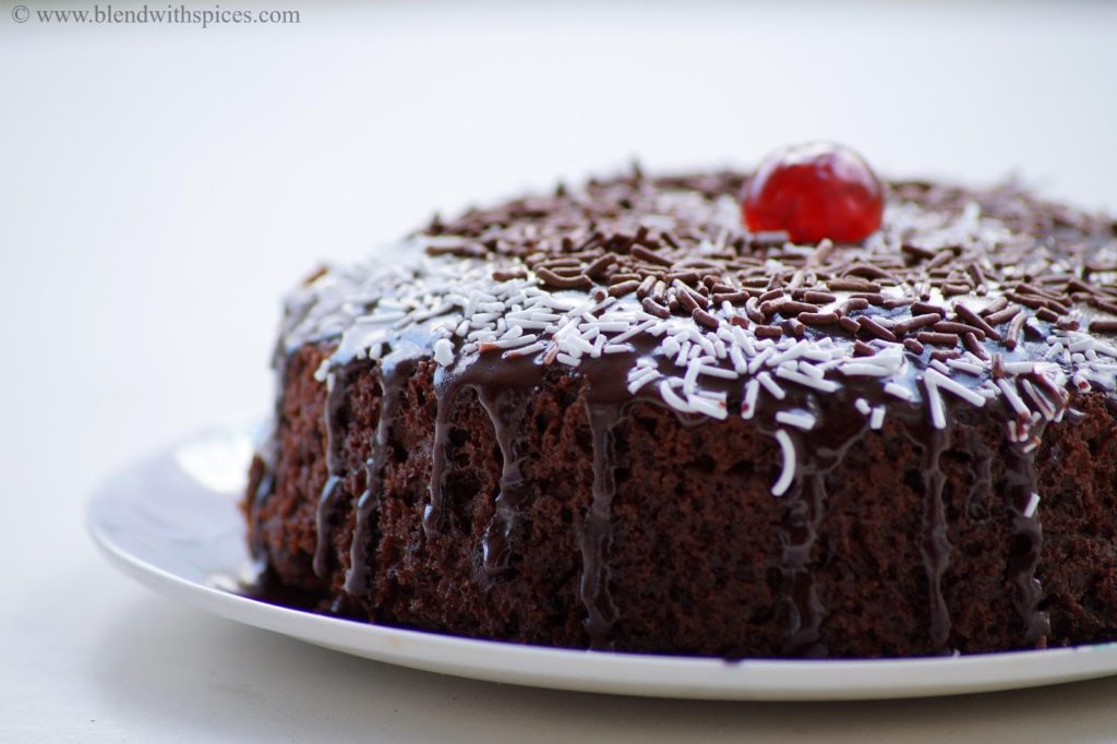 how to make eggless cake in pressure cooker, chocolate cake recipe without oven | blenwithspices.com