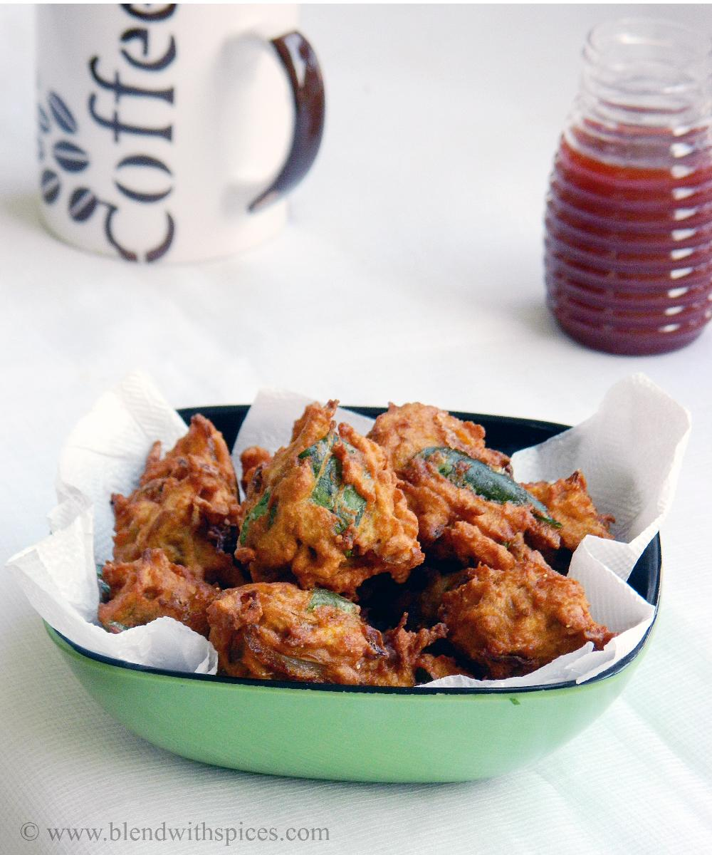 crispy sweet potato pakoras or fritters served with tomato sauce and coffee
